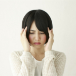 雨の日に頭痛がするのはなぜ?原因と対策・対処法を教えます。