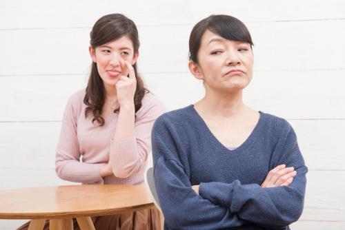 対立する嫁と姑