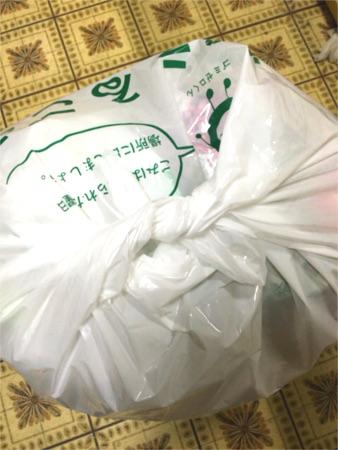 普通の縛り方では結べないゴミ袋