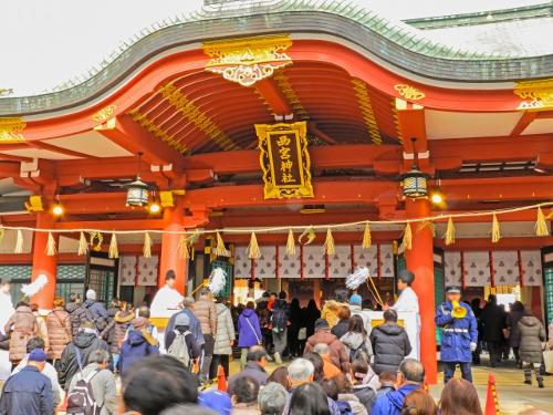 混雑する神社