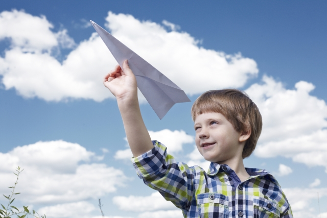 紙 飛行機 飛ばし 方